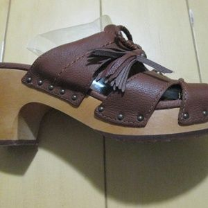NEW Size 8 UGG Shaelyn Brown Leather Clog Sandals